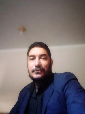 الأستاذ محمود عطية طالب اون لاين